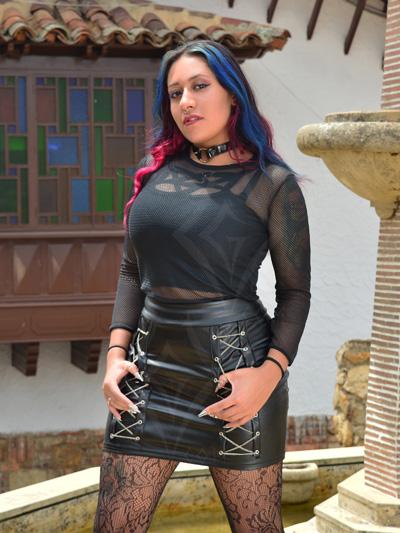 linda falda cuerina color negra mate cadenas laterales licrada strech comoda lisa envios nacionales domicilios bogota soacha