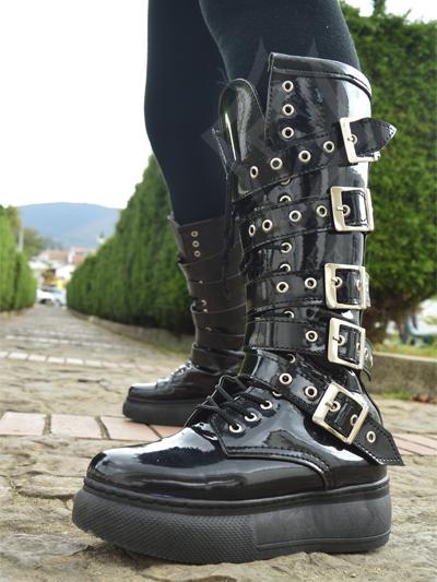 lindas botas cinco hebillas charol plataforma alta comodas ajustables brillantes graduables envios nacionales domicilios bogota soacha