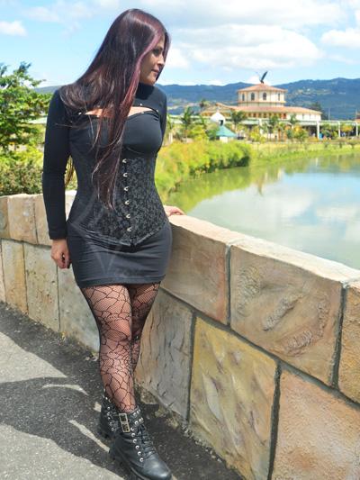 linda cinturilla victorina clasica arabescos tela rigida cintas ajustables graduables moldeadora color negro envios nacionales domicilios bogota soacha