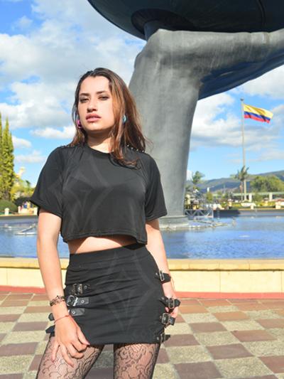 linda falda algodon negra correas cuerina hebillas laterales strech licrada comoda ajustable envios nacionales domicilios bogota soacha