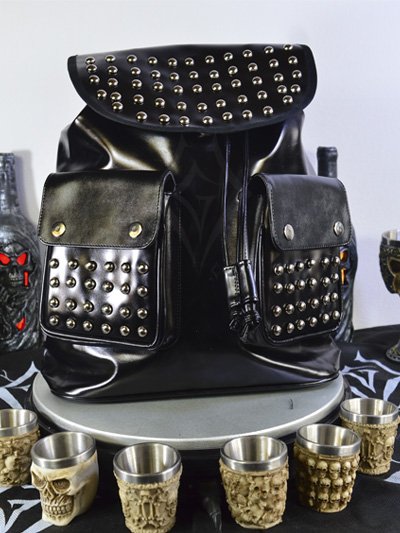 linda maleta cuerina negra taches plateados cordon ajustable broches bolsillos dark rockero envios nacionales domicilios bogota soacha