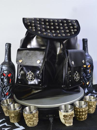 linda maleta cuerina negra taches plateados cordon ajustable broches bolsillos pentagramas dark rockero envios nacionales domicilios bogota soacha