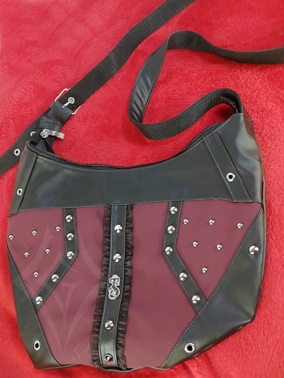 lindo bolso elegante rockero negro vinotinto taches bordes gatito central correa ajustable cuerina envios nacionales domicilios bogota soacha